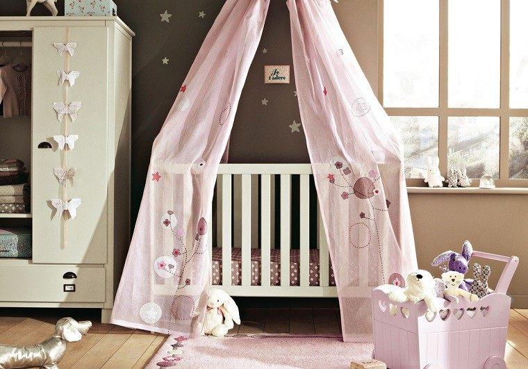 cortinas rosa sobre cama bebe pared bonita gris