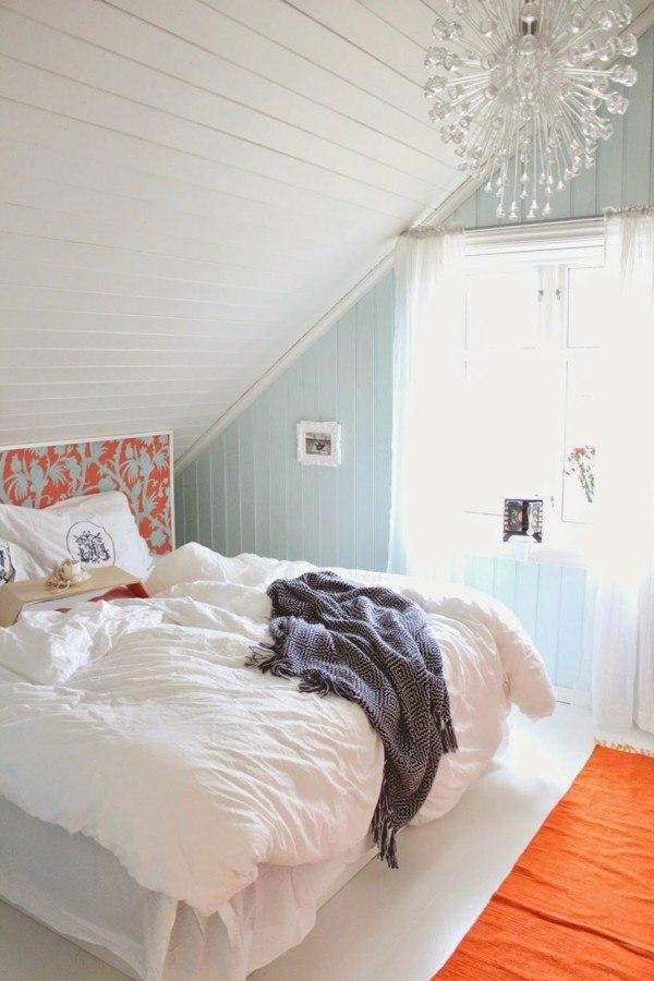 cuarto blanco buhardilla iluminada alfombra