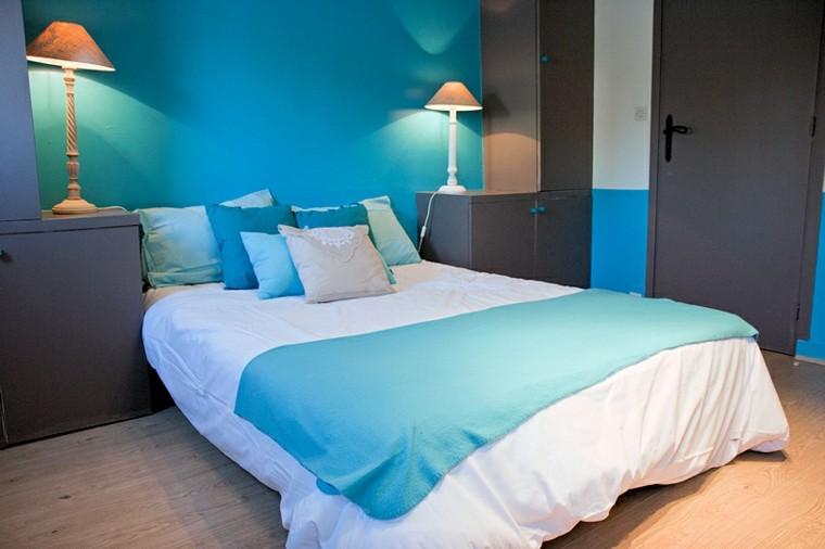 cuarto cama muy azul moderna