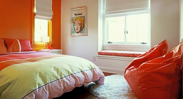 cuarto iluminado bonito naranja colcha