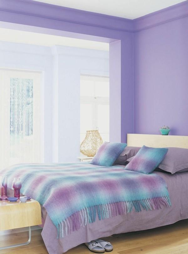 cuarto lila celeste cama manta