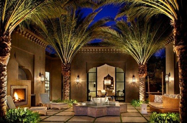 decoración árabe palmeras grandes atardecer