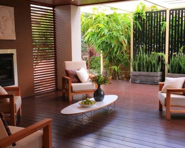 decoración de terrazas en madera moderna mesa