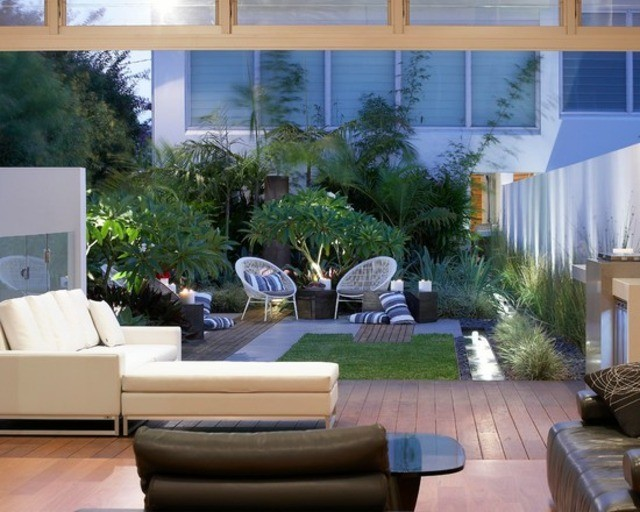 decoración de terrazas en madera patio sillas cojines moderno