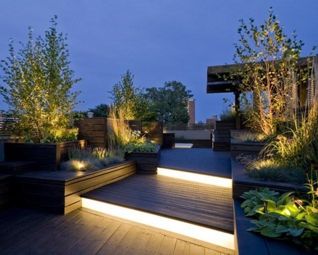 decoración de terrazas en madera plantas jardinera moderna