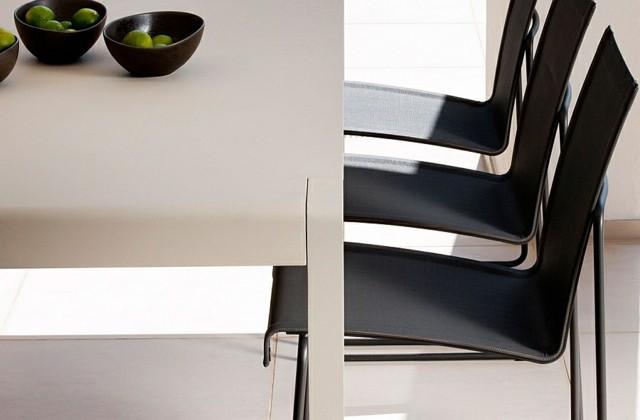 decoración de jardines con muebles minimalistas