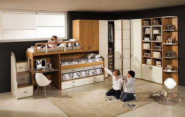 decoracion dormitorios tres camas estanterias madera