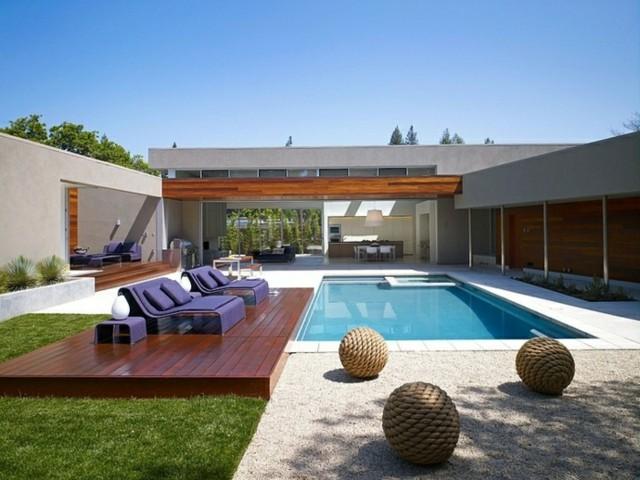 decoracion mobiliario terraza sillones lila morados