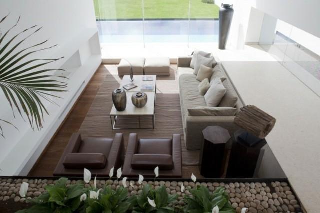 decoracion salon piedras pulidas muebles cuero ventanal
