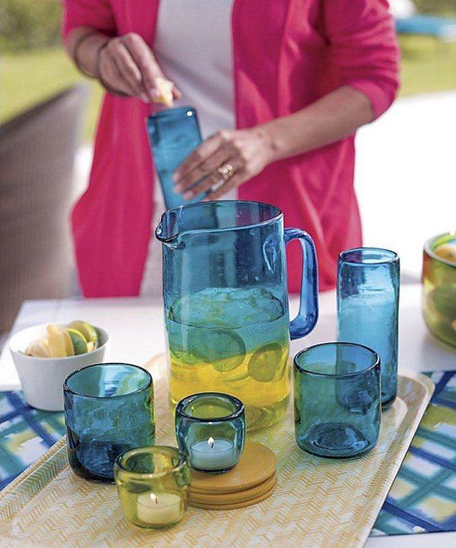 diseño de jardín vasos tabla servir cristal color azul
