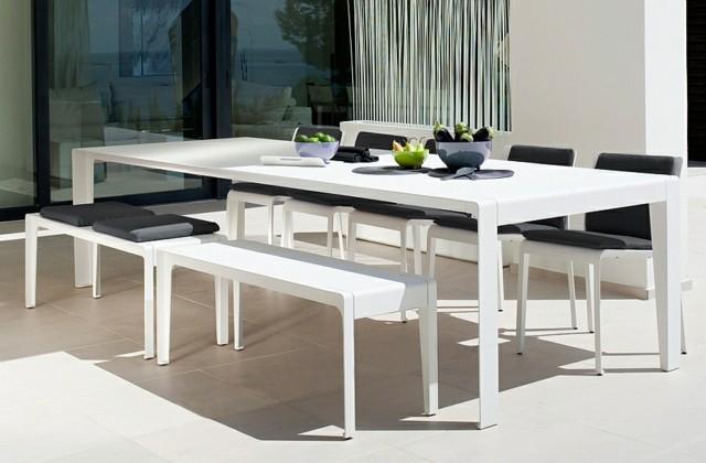 diseño de jardines muebles blancos negro