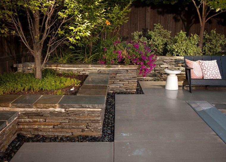 diseño de jardines regadio muro piedras