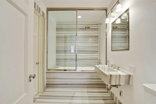 diseño lujo baño moderno puertas cristal espejo