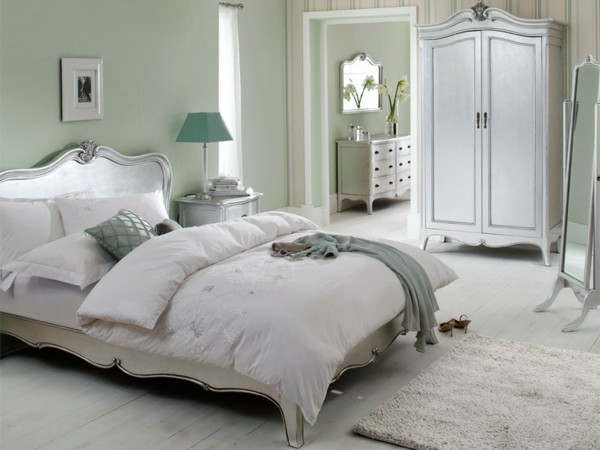 dormitorio cama verde pálido grisáceo