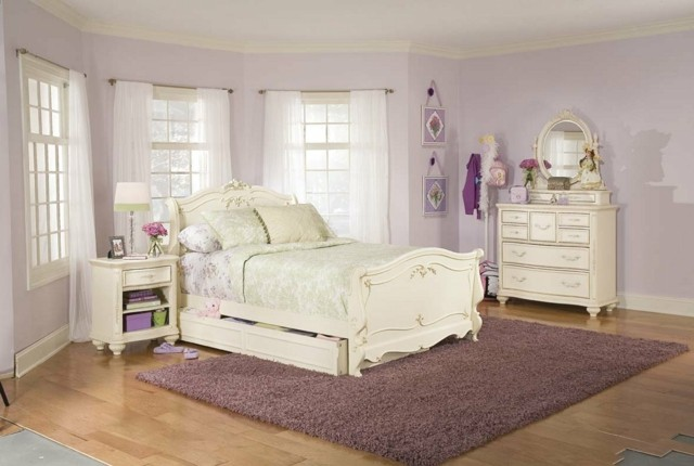 dormitorio romantico purpura claro pared blanco