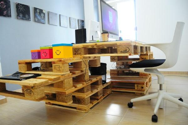 escritorio paneles palet madera extensible