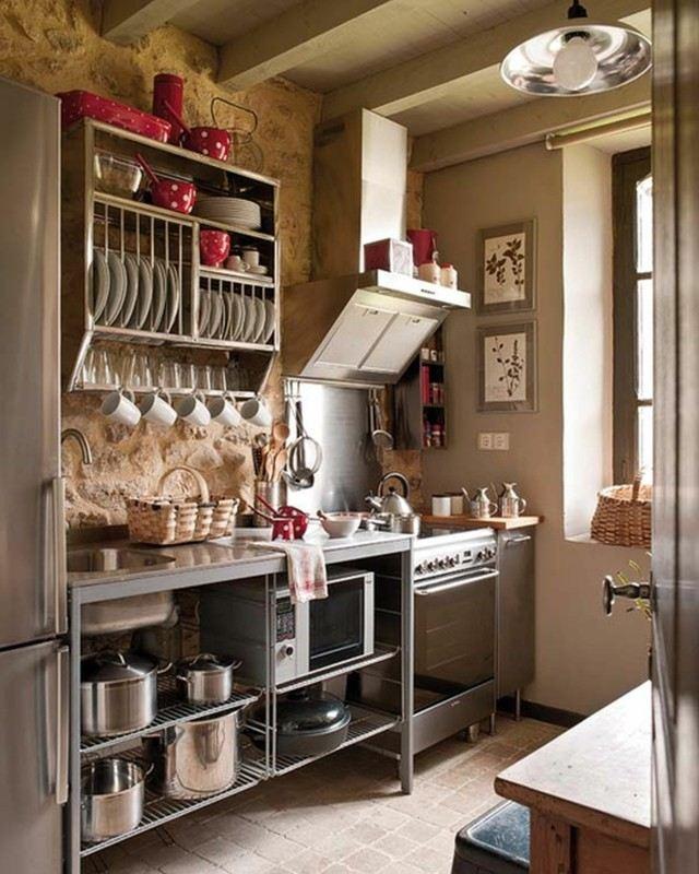 espacio poco organizado estilo retro muebles acero estanterias