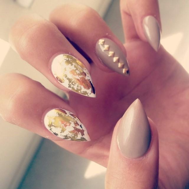 estilo elegante moderno uñas dos colores interesantes