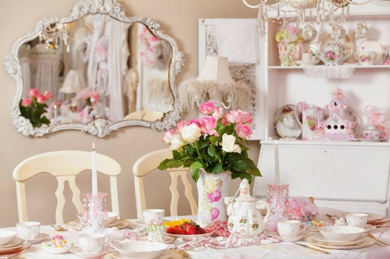 estilo shabby mesa rosas objetos