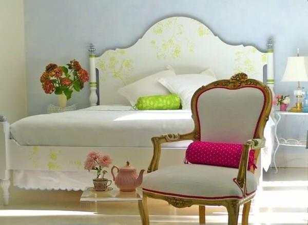 estupenda cama blanca verde romántica