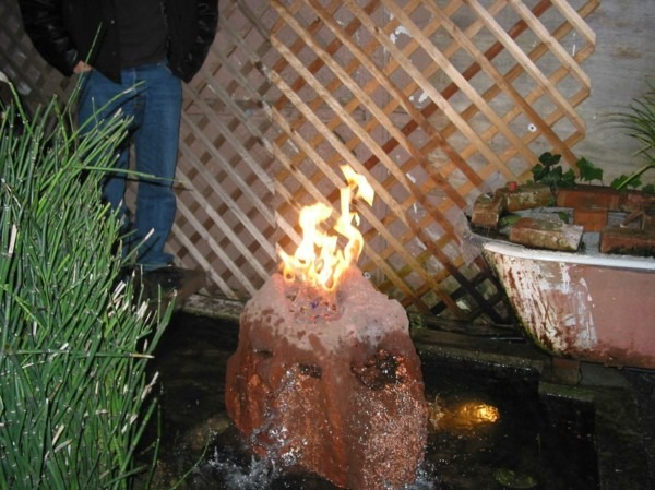 estupenda fuente piedra fuego chimenea