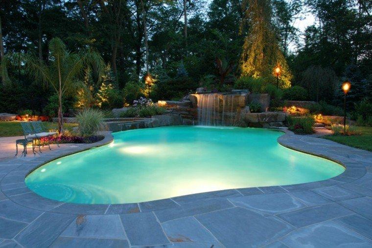 estupenda piscina grande fuente cascada