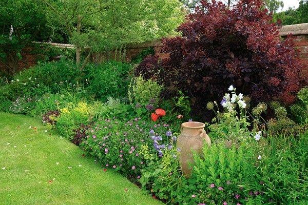 estupendo jardín cesped cuidado cortado