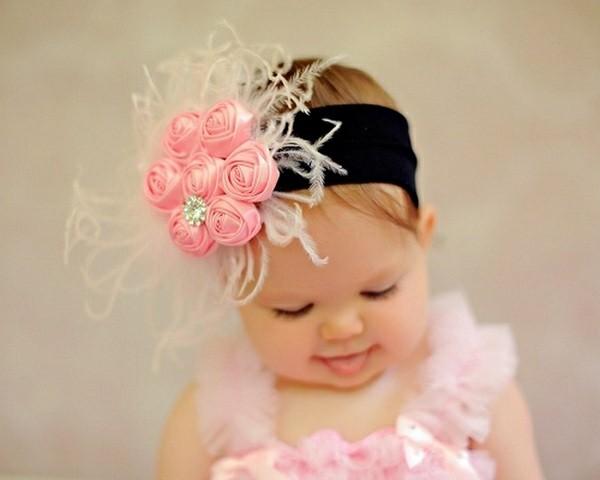 estupendo tocado rosa negro plumas