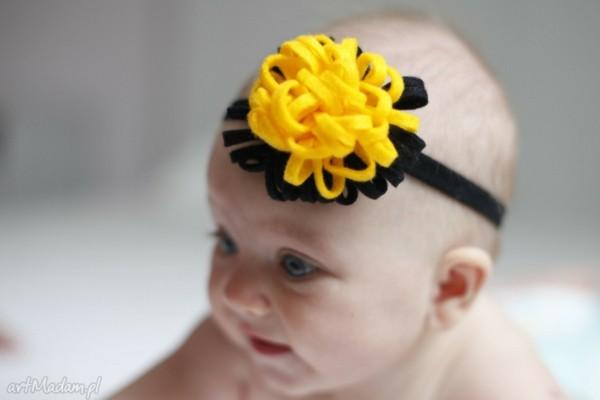 flor amarilla negra diadema