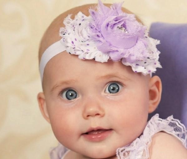 flor lila blanca bebe diadema