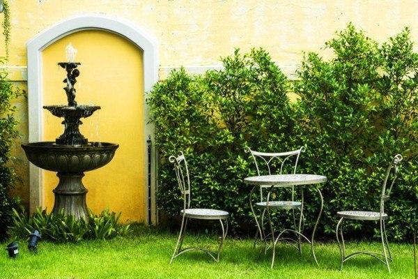 fuente clásica pequeña jardín mesa