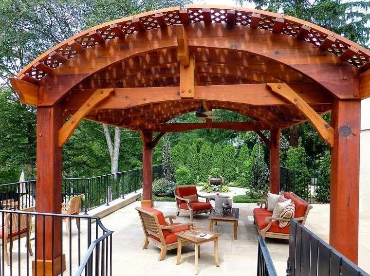 pérgola grande madera pergola marron sillas cojines bonita