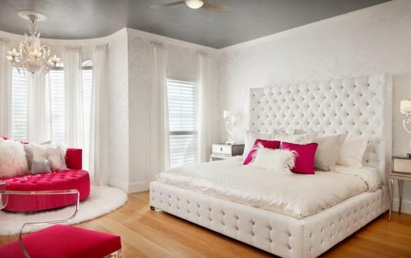 habitación capitoné blanco rosa plumas