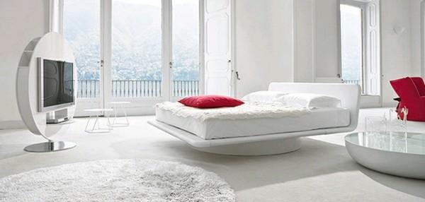 habitación minimalista blanca cojines rojos
