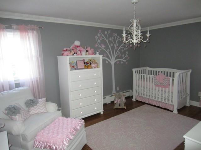 Habitacion beb gris y rosa imagui - Habitaciones con friso ...