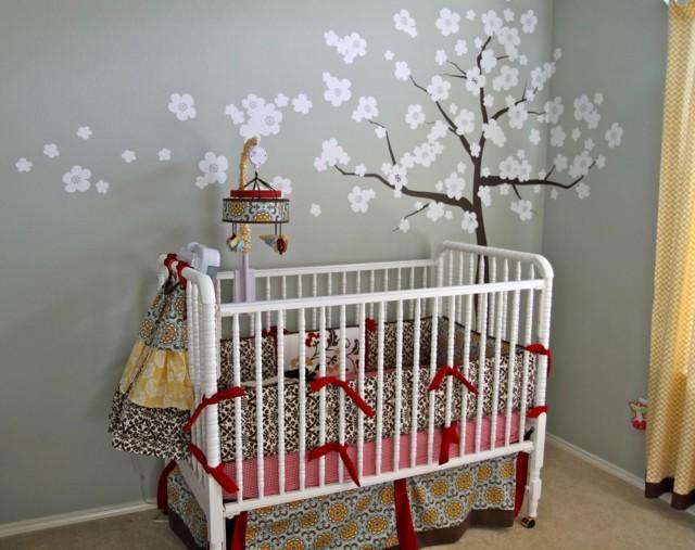 habitaciones de bebe decoracion arbol pared cuna moderno multicolor