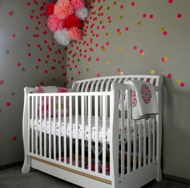 habitaciones de bebe puntos rosa esparcidos pared bonito gris