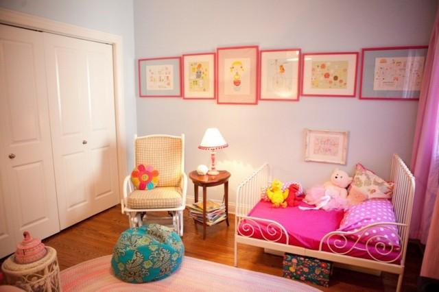 habitaciones infantiles muchos colores mecedora