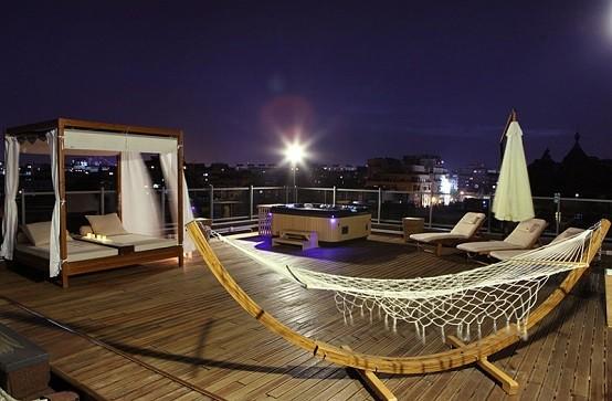 hamaca tumbona madera luminarias cortinas terraza