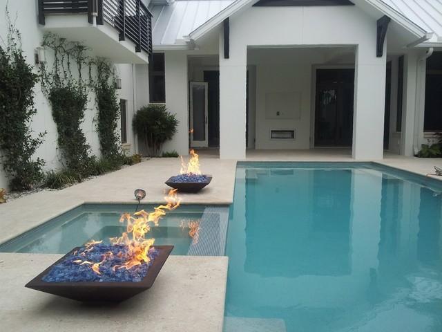 hogueras jardin patio piscina minimalista