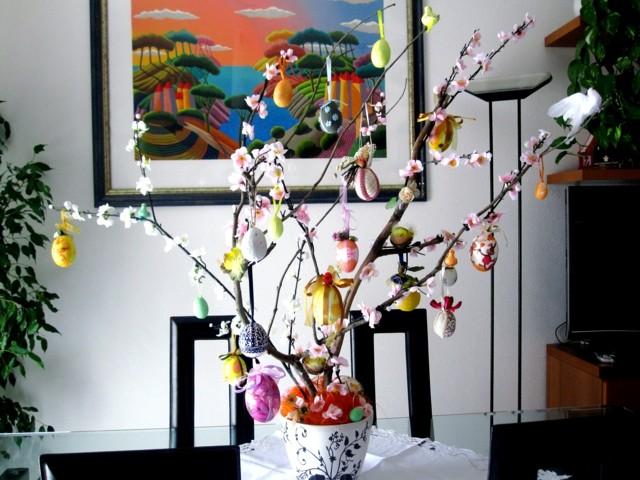 huevos fiesta pascua mesa centro rama
