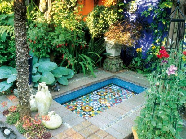 idea decoracion jardin piscina mosaico colores bonito