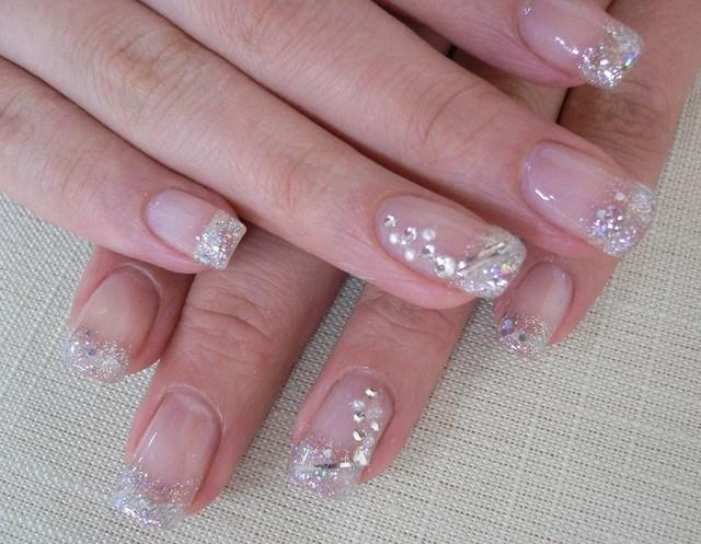 ideas uñas piedras brillan moderno manicura francesa