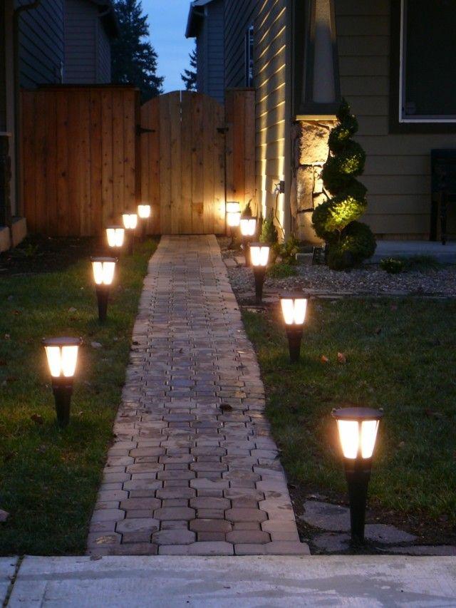 iluminacion exterior solar lamparas delante casa