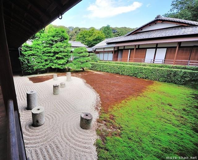 jardín grava arena cesped pedra columnas