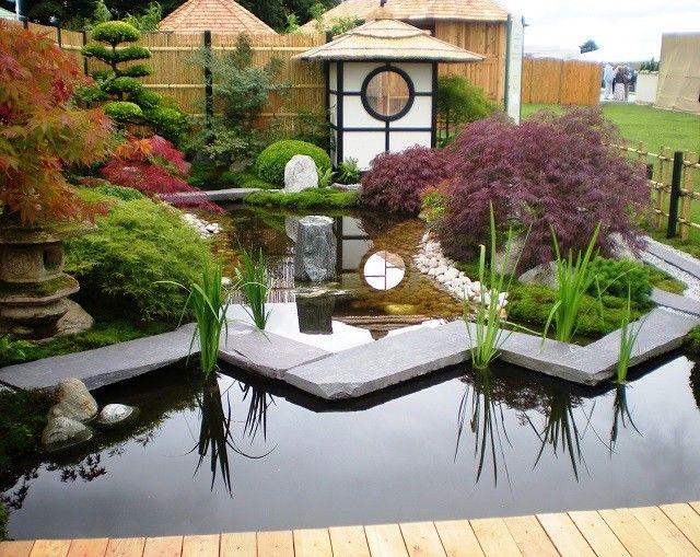 jardn japons con lago y rocas