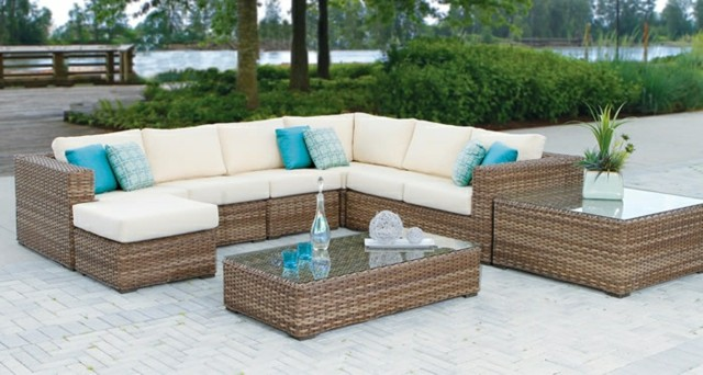 Muebles de exterior comodidad y elegancia en el jard n for Juego de jardin fundicion aluminio