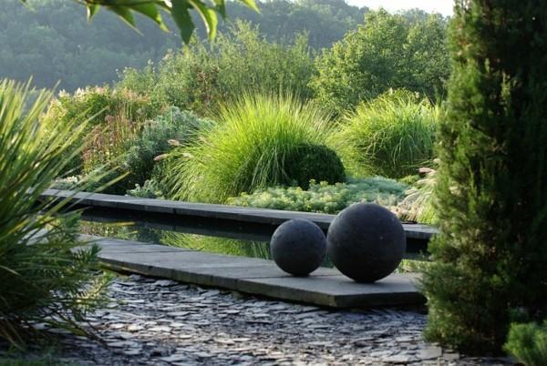 lago moderno bolas cemento plantas