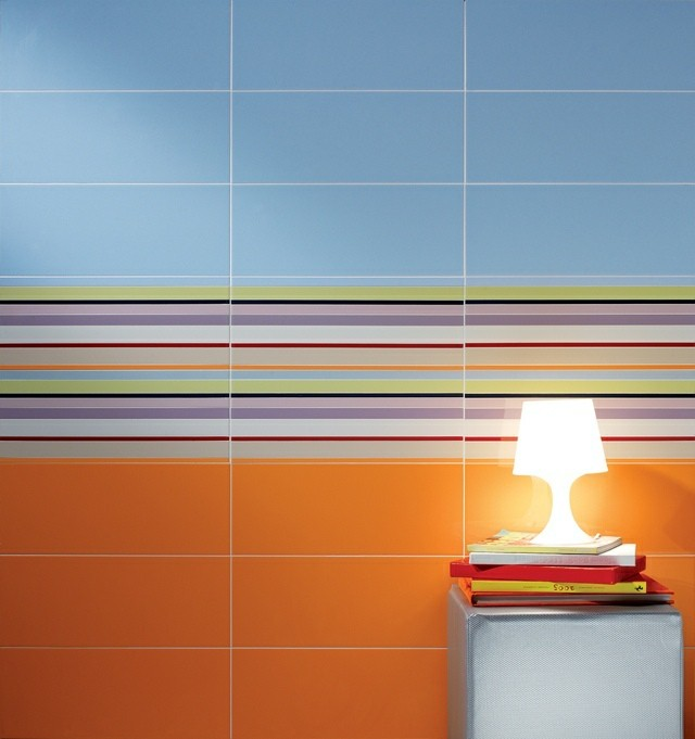 lampara azulejos colores libros líneas naranja