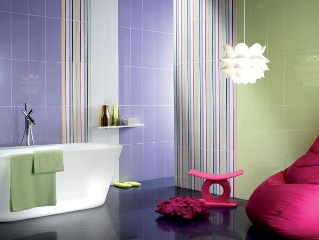 lampara bañera toalla muebles azulejos